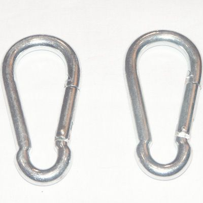 Snap shackles make it easy to swap between different swing seas.